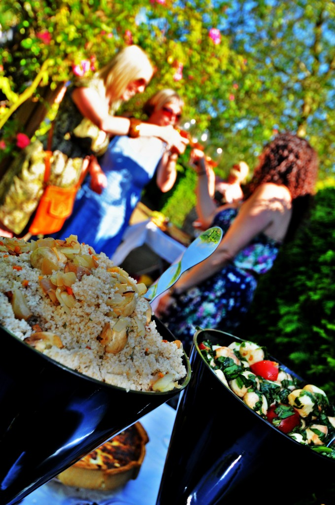 English Rose Garden 2012 054 Girls and food